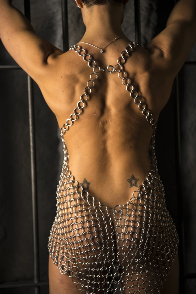 Kettenkleid sexy Rückenansicht