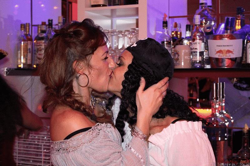 geküsst