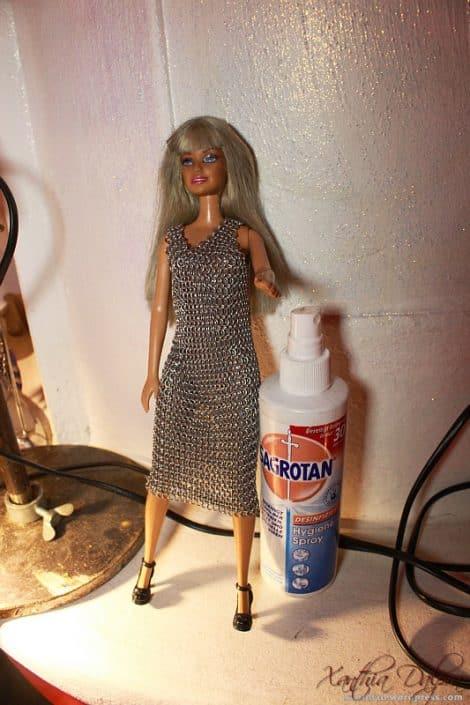Barbie im Kettenkleid