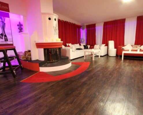 Lillith Lounge mit Kamin
